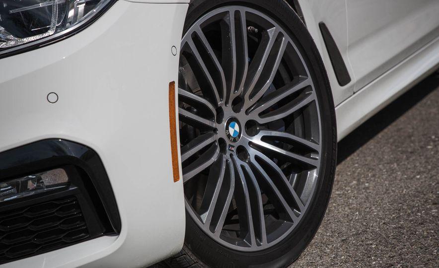 2017 BMW 540i xDrive - Slide 21
