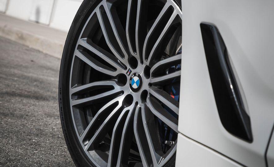 2017 BMW 540i xDrive - Slide 22