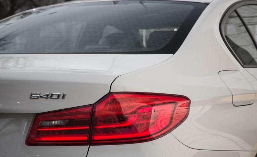 2017 BMW 540i xDrive - Slide 24