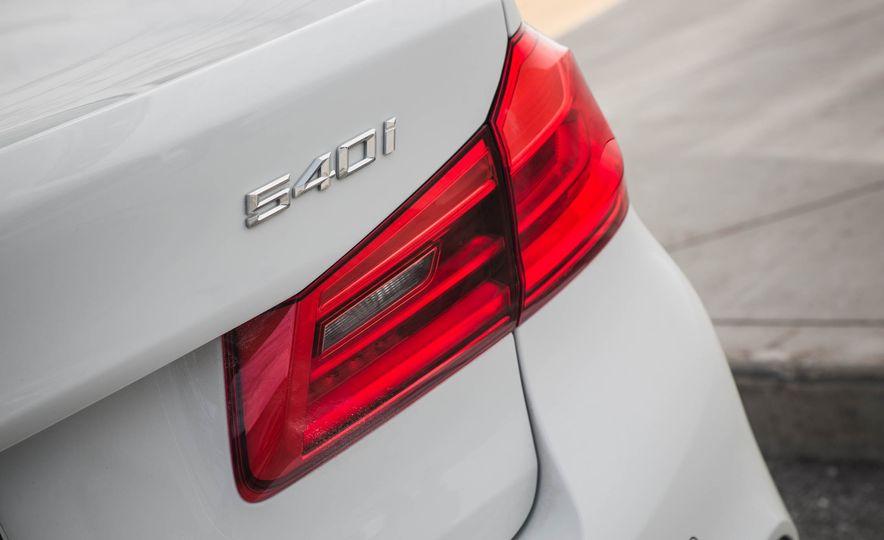 2017 BMW 540i xDrive - Slide 25