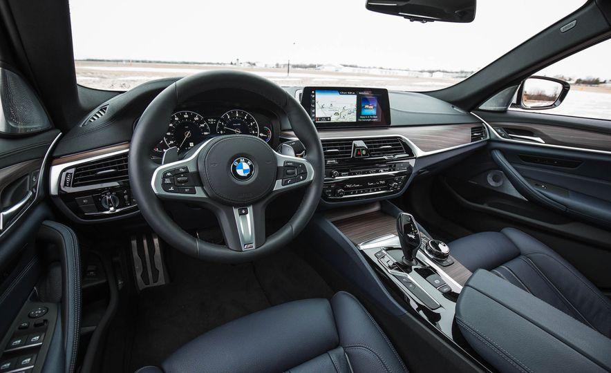 2017 BMW 540i xDrive - Slide 28