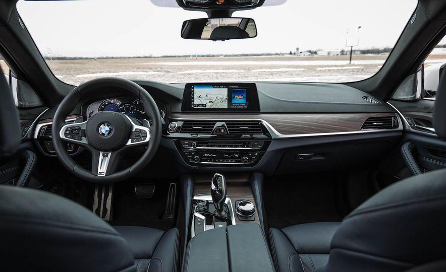 2017 BMW 540i xDrive - Slide 29