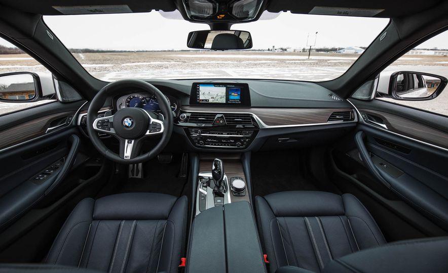 2017 BMW 540i xDrive - Slide 30