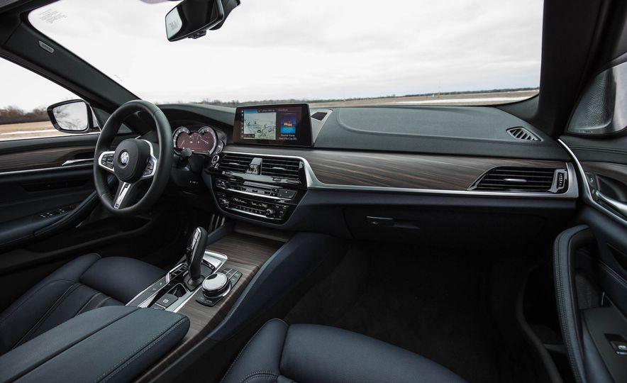2017 BMW 540i xDrive - Slide 31