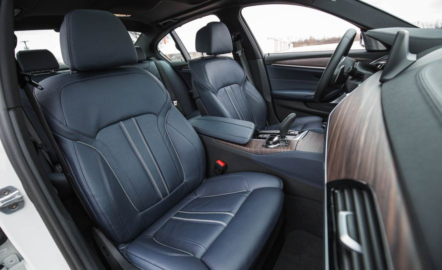 2017 BMW 540i xDrive - Slide 33