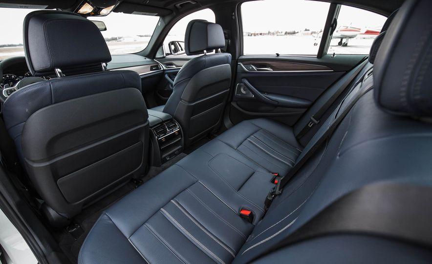 2017 BMW 540i xDrive - Slide 36