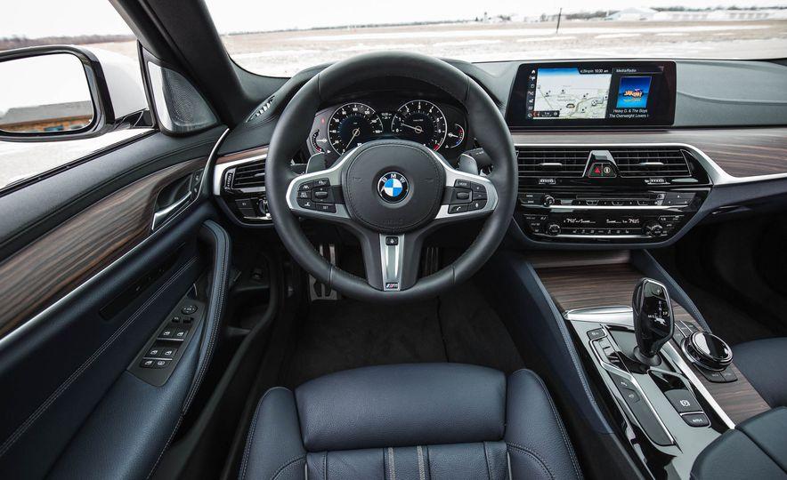 2017 BMW 540i xDrive - Slide 42