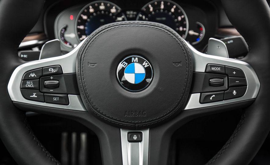 2017 BMW 540i xDrive - Slide 43