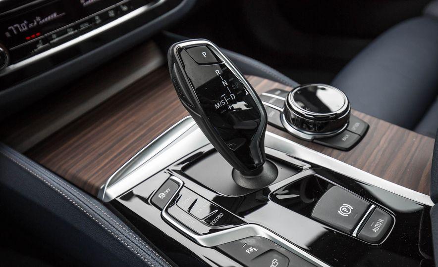 2017 BMW 540i xDrive - Slide 57