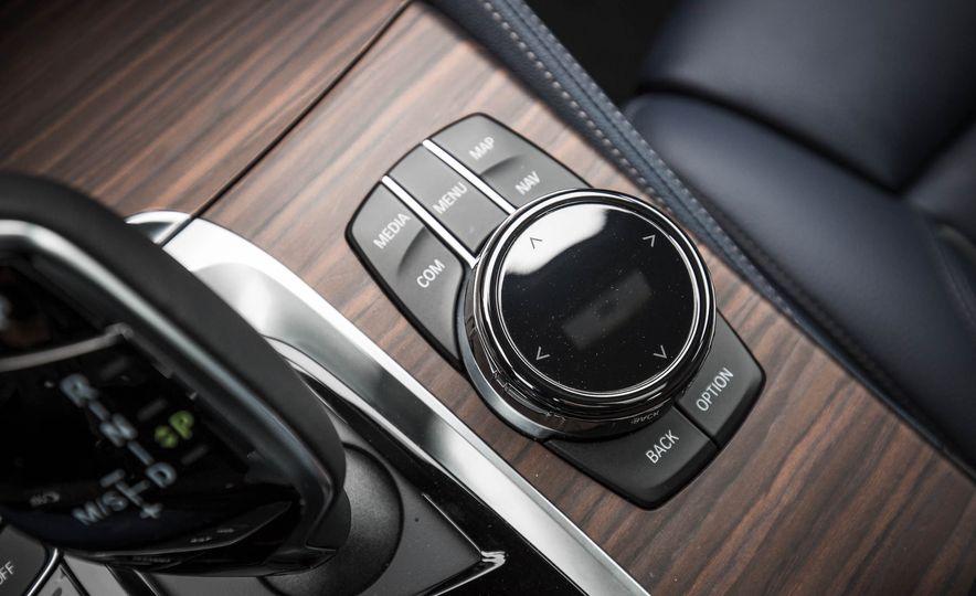 2017 BMW 540i xDrive - Slide 58