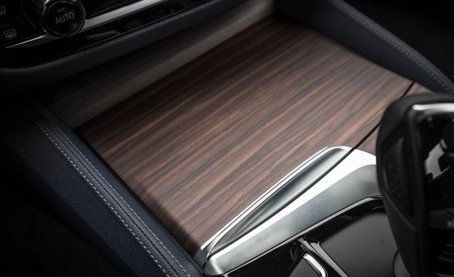 2017 BMW 540i xDrive - Slide 59