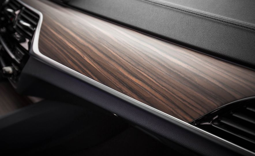 2017 BMW 540i xDrive - Slide 61