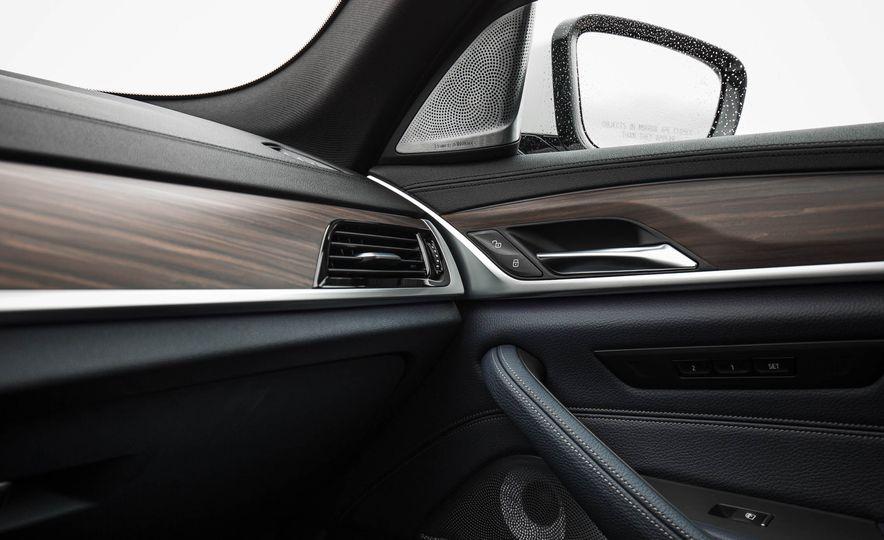 2017 BMW 540i xDrive - Slide 62