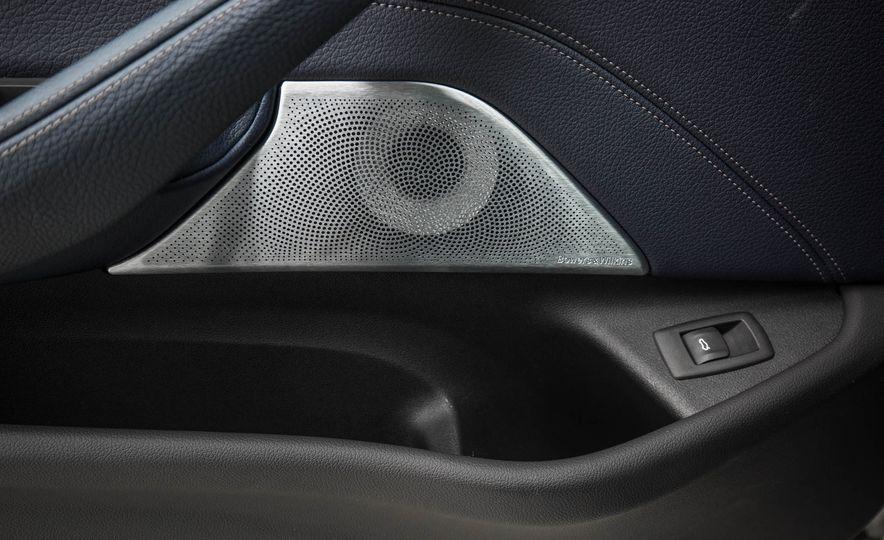 2017 BMW 540i xDrive - Slide 70