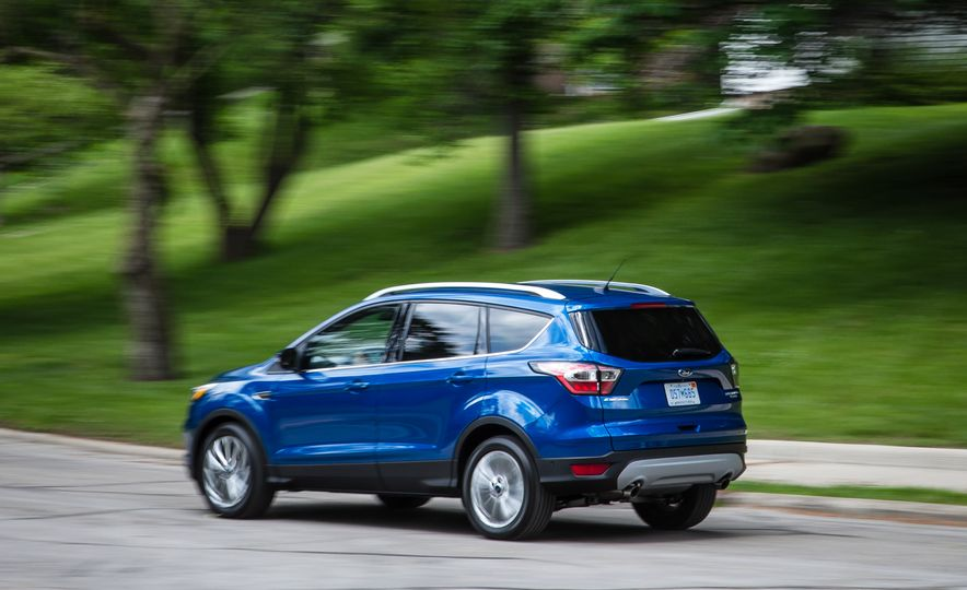 2017 Ford Escape – In-Depth Review - Slide 12