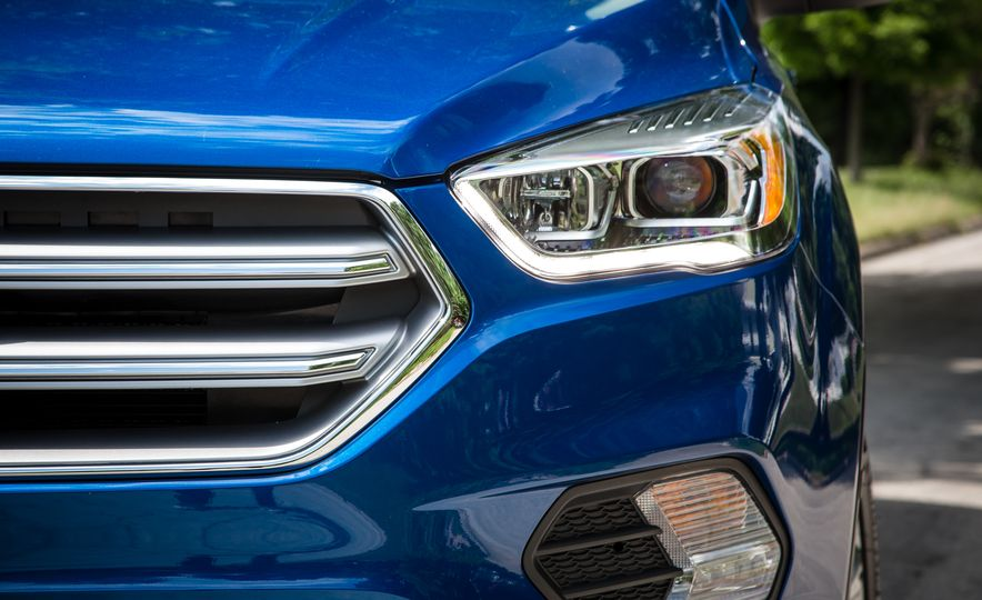 2017 Ford Escape – In-Depth Review - Slide 19
