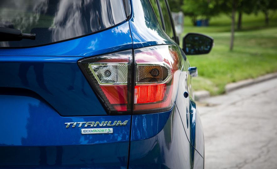 2017 Ford Escape – In-Depth Review - Slide 23