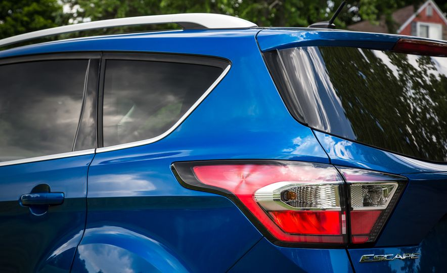 2017 Ford Escape – In-Depth Review - Slide 24