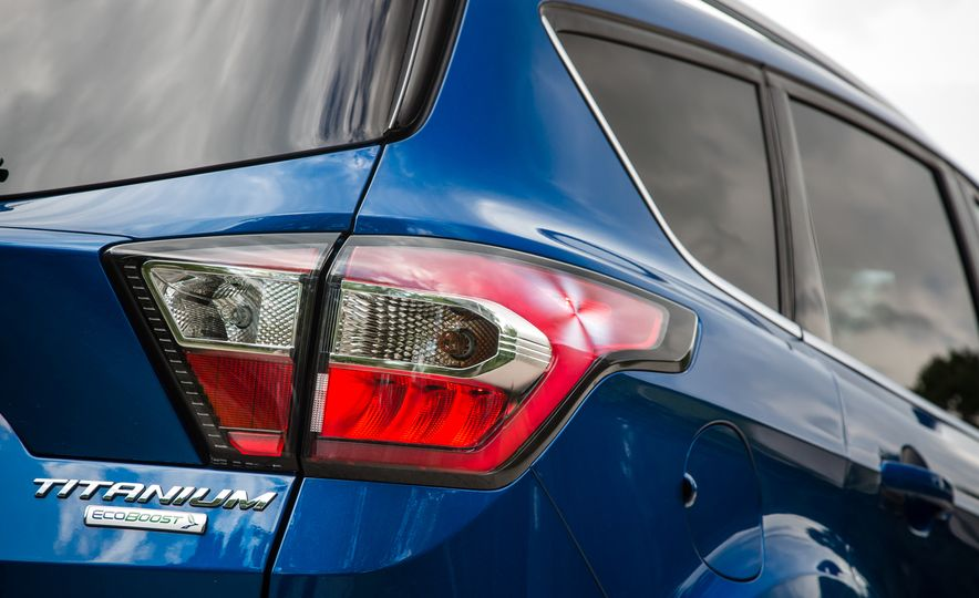 2017 Ford Escape – In-Depth Review - Slide 26