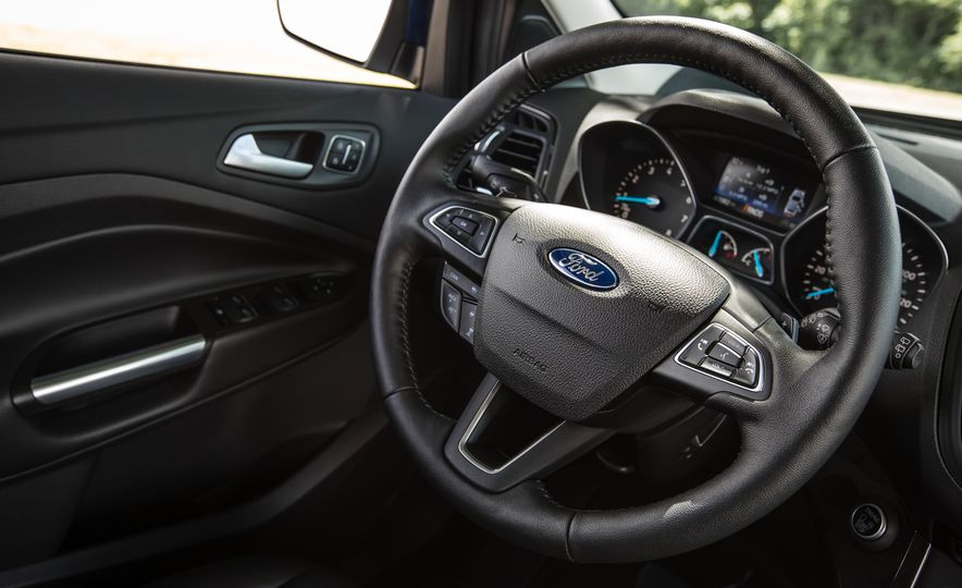 2017 Ford Escape – In-Depth Review - Slide 37