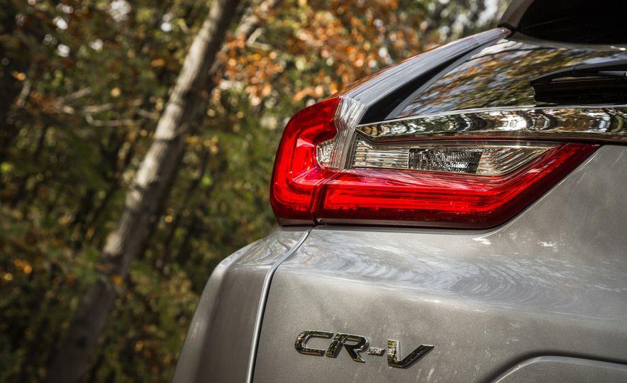 2017 Honda CR-V – In-Depth Review - Slide 16