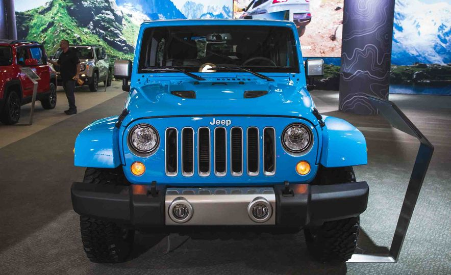 2017 Jeep Wrangler Unlimited Chief - Slide 1