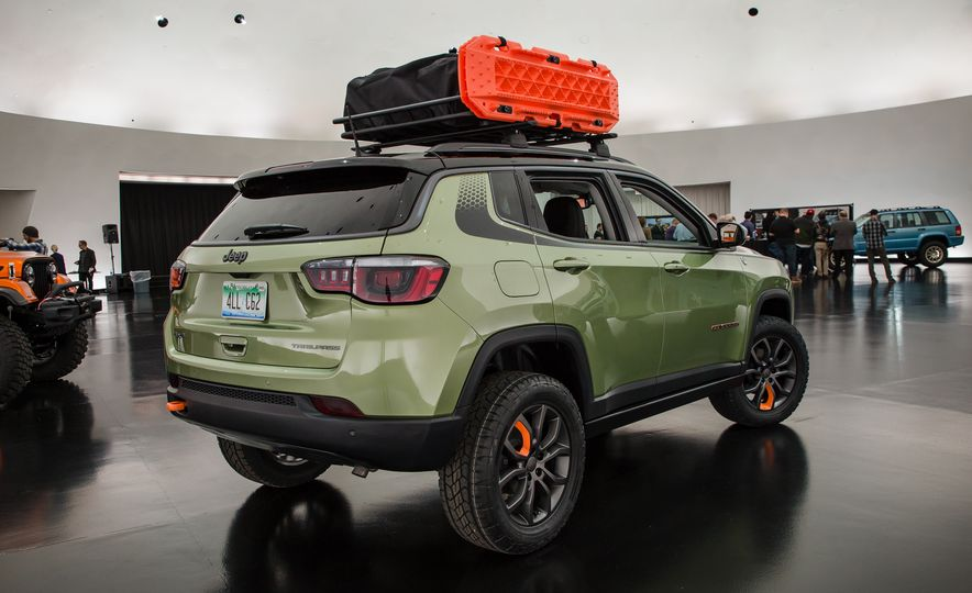 Jeep's New Concepts Include a Bitchin' Rat Rod, a Safari-Ready Wrangler, and . . . a 1993 Grand Cherokee? - Slide 23
