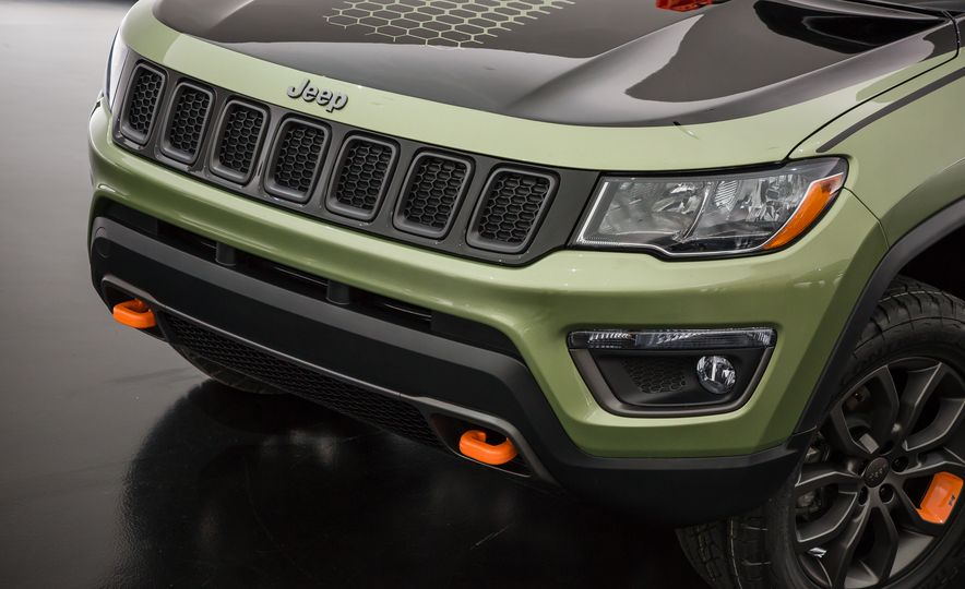 Jeep's New Concepts Include a Bitchin' Rat Rod, a Safari-Ready Wrangler, and . . . a 1993 Grand Cherokee? - Slide 24