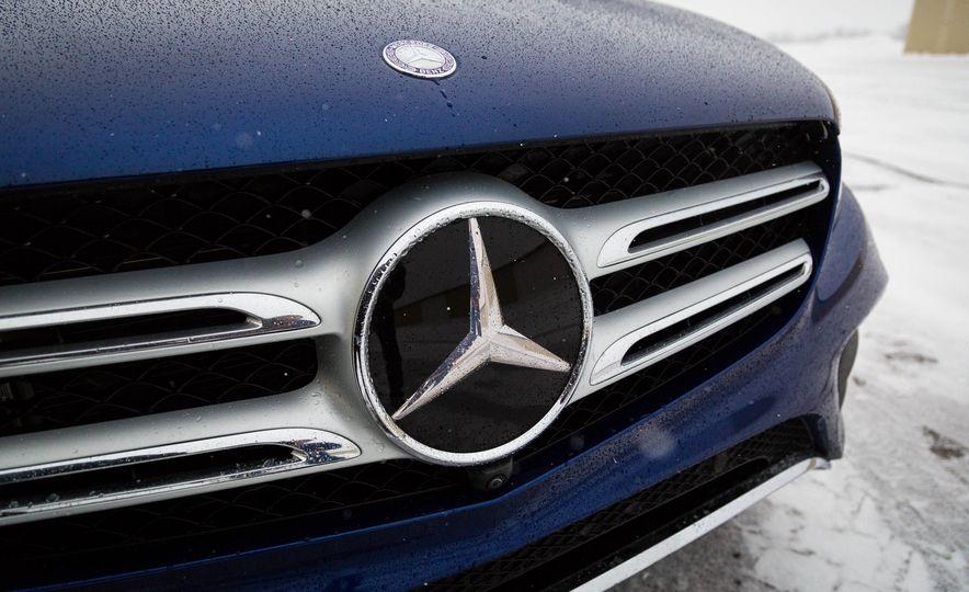 2017 Mercedes-Benz GLC300 4MATIC - Slide 15