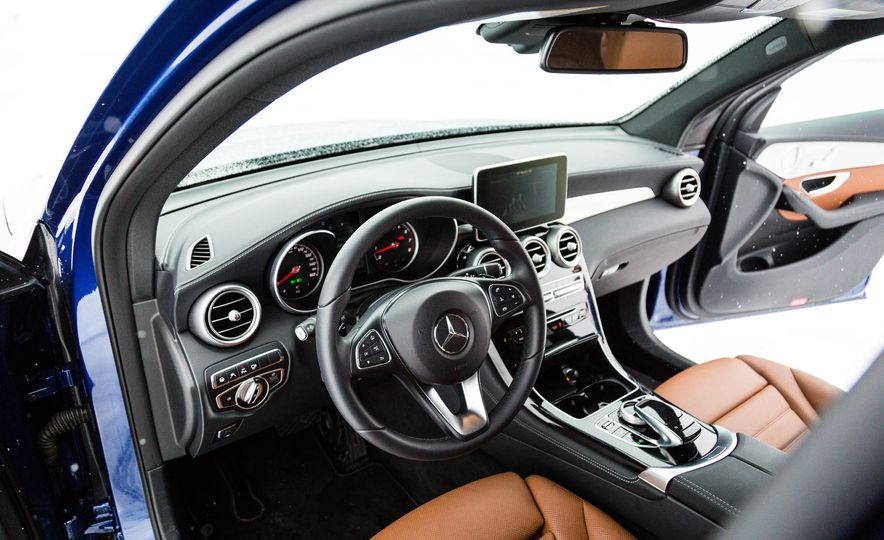 2017 Mercedes-Benz GLC300 4MATIC - Slide 20