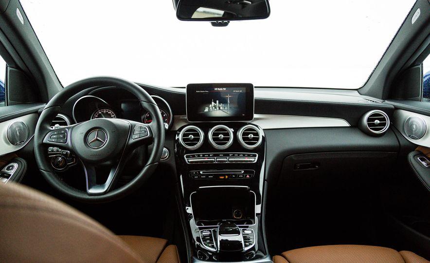2017 Mercedes-Benz GLC300 4MATIC - Slide 21