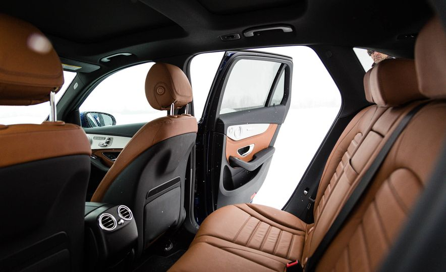 2017 Mercedes-Benz GLC300 4MATIC - Slide 23