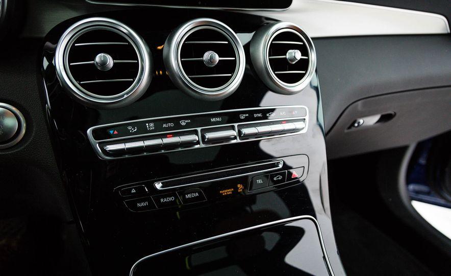 2017 Mercedes-Benz GLC300 4MATIC - Slide 33