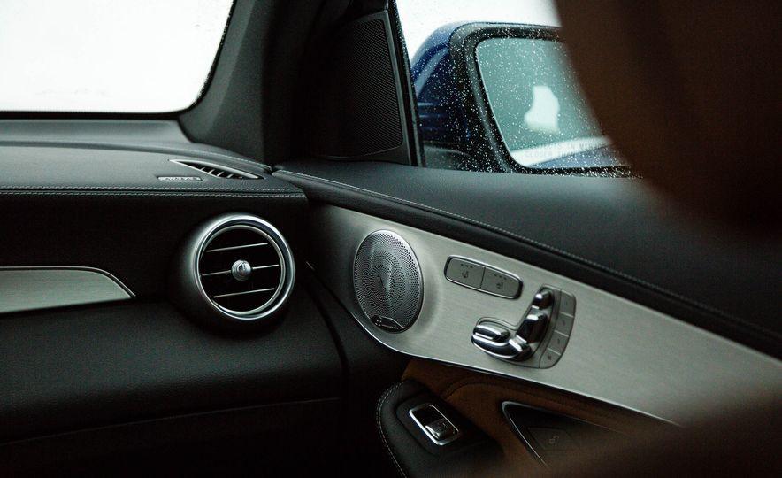 2017 Mercedes-Benz GLC300 4MATIC - Slide 35