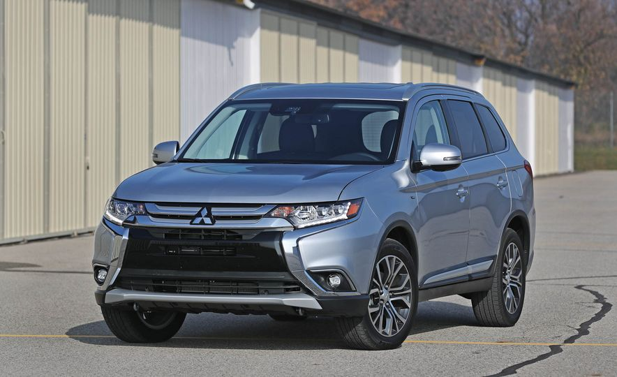 Top Marks: The 13 Crossover SUVs with the Best Safety Ratings - Slide 2