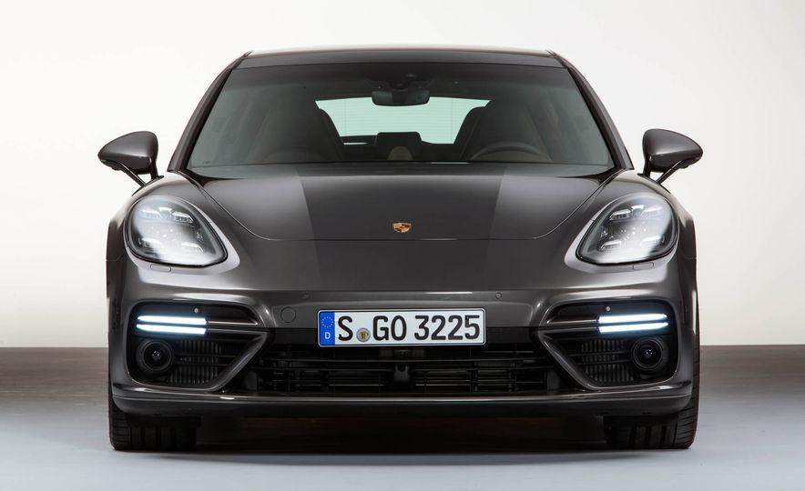 2018 Porsche Panamera Sport Turismo - Slide 17