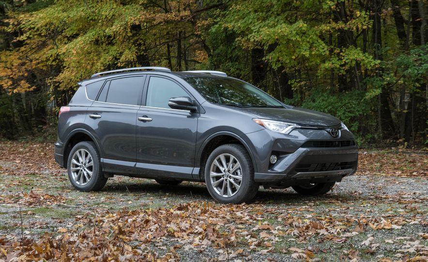 Top Marks: The 13 Crossover SUVs with the Best Safety Ratings - Slide 3