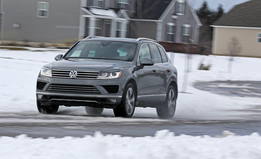 2017 Volkswagen Touareg - Slide 3