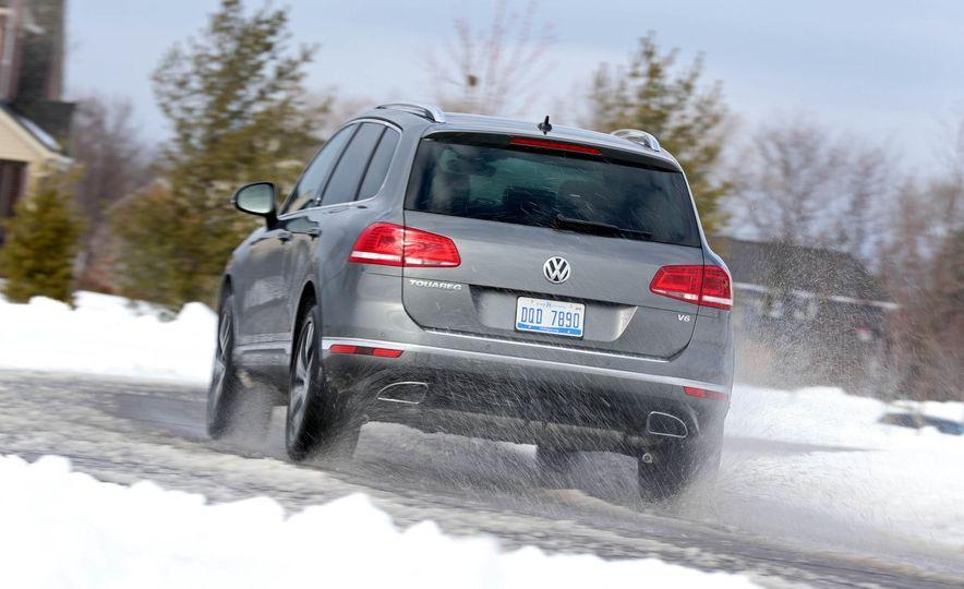 2017 Volkswagen Touareg - Slide 13