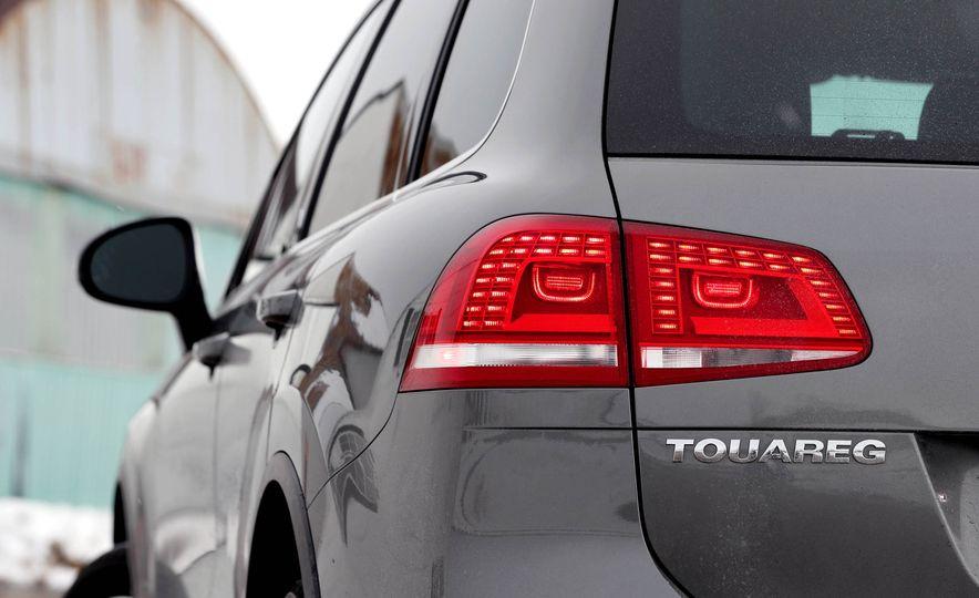 2017 Volkswagen Touareg - Slide 31