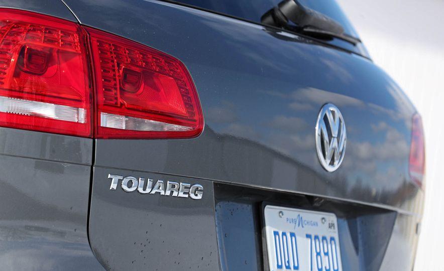 2017 Volkswagen Touareg - Slide 32