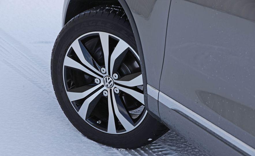 2017 Volkswagen Touareg - Slide 33