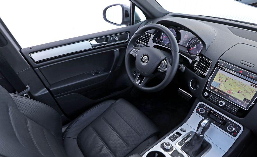 2017 Volkswagen Touareg - Slide 37