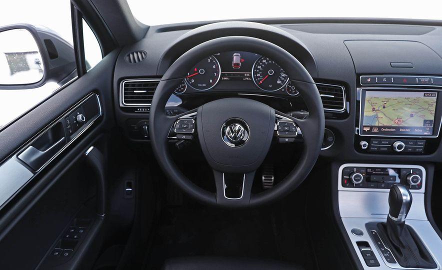 2017 Volkswagen Touareg - Slide 39