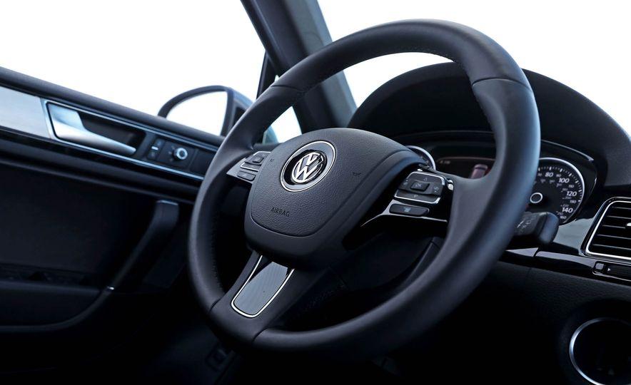 2017 Volkswagen Touareg - Slide 40