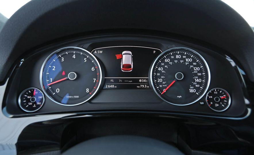 2017 Volkswagen Touareg - Slide 43