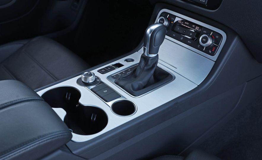 2017 Volkswagen Touareg - Slide 50