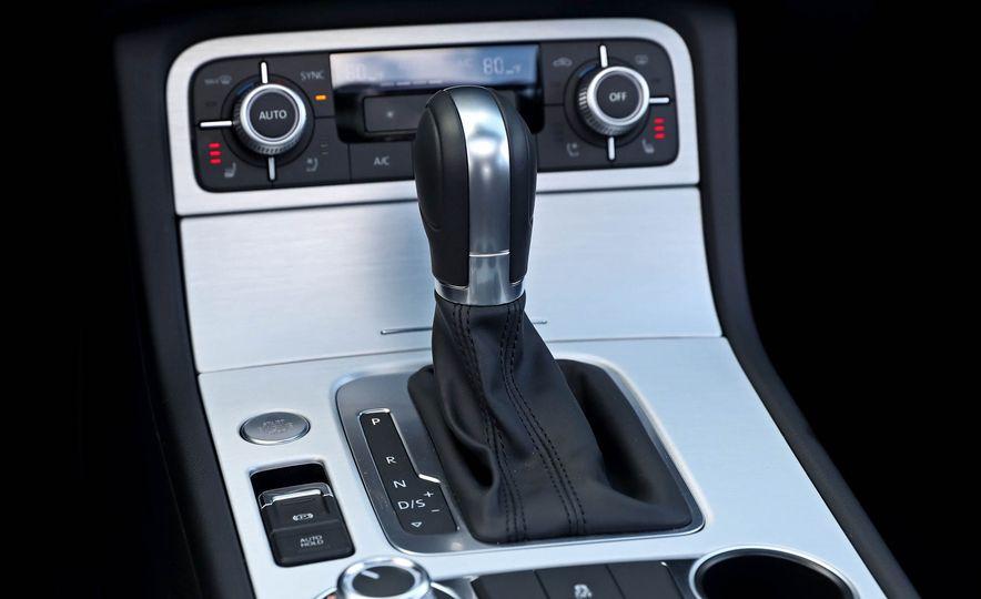 2017 Volkswagen Touareg - Slide 52