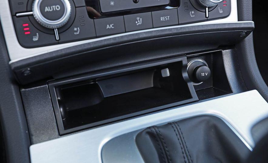 2017 Volkswagen Touareg - Slide 56