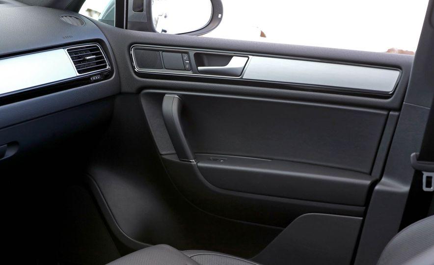2017 Volkswagen Touareg - Slide 65